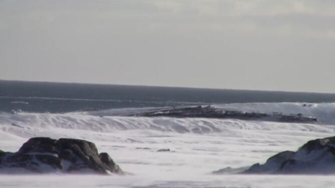 Śnieg płynie jak wzburzone morze