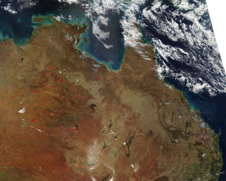 Tak płonie północno-wschodnia Australia/NASA
