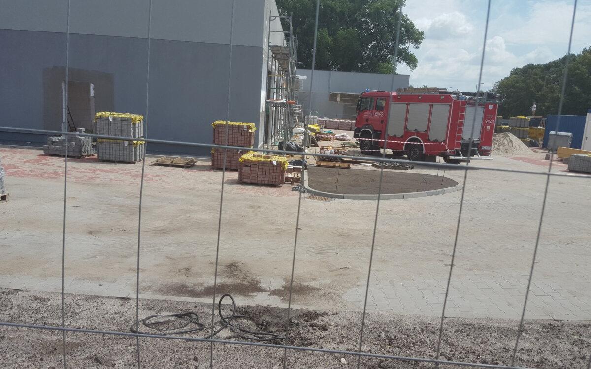 Śmiertelny wypadek na budowie marketu. Ukrainiec spadł z dachu