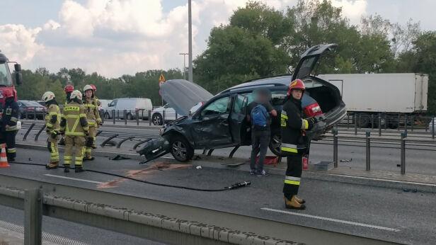 Auto na barierkach Artur Węgrzynowicz, tvnwarszawa.pl