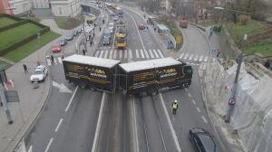 Nietypowa akcja na Trasie WZ: pomogli zawrócić ciężarówce