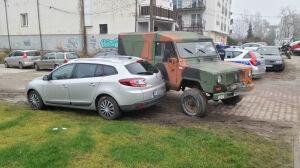 """""""Samochód z historią"""" uszkodził renault. Kierowca pod wpływem"""