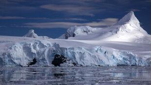 Lodowiec Larsen C pęka coraz szybciej. Niebawem jego wielki fragment stanie się górą lodową