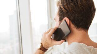 Ile rozmawiać przez telefon, żeby czuć się mniej samotnym